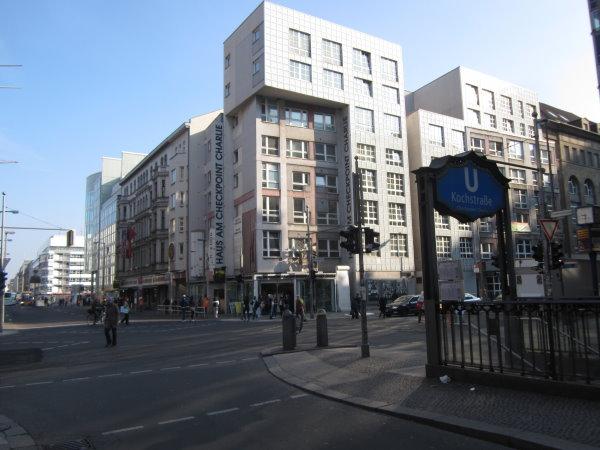 Die Kochstrasse am Chekpointcharly Berlin - Foto von Susanne Haun