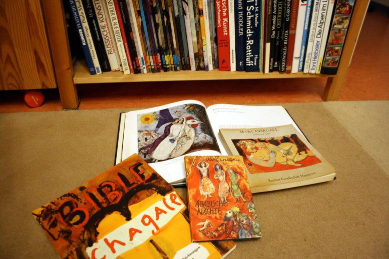 Ich weiss, ich habe noch ein Chagall Buch - wo es wohl ist? - Foto von Susanne Haun