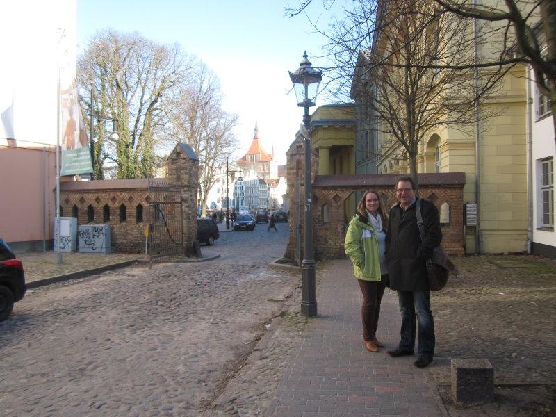 Cordula Kerlikowski und Frank Koebsch im Hof der Galerie Klosterformat - Foto von Susanne Haun