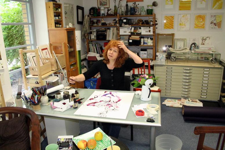 Susanne Haun beim zeichnen (c) Foto von Petra A. Bauer