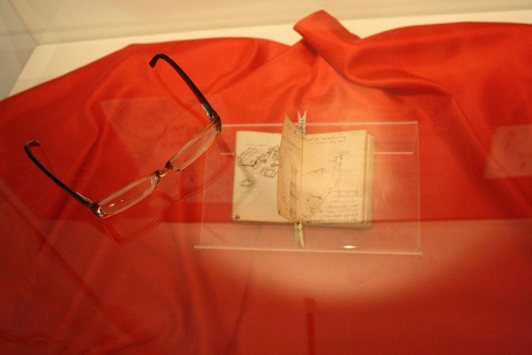 Größenvergleich Skizzenbuch Leonardo da Vincis (c) Foto von Susanne Haun