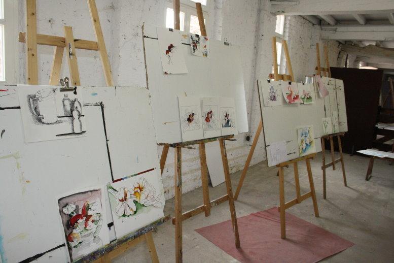 Ein letztes Mal besprechen wir die Arbeiten (c) Foto von Susanne Haun