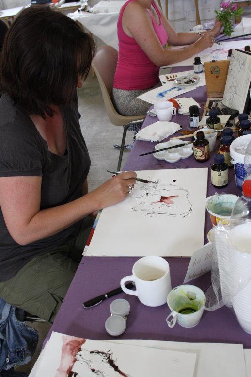Im Atelier arbeiten wir nach den Pferdeskizzen (c) Foto von Susanne Haun