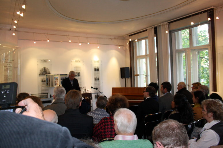 Auch der Steglitzer Bürgermeister spricht ein paar Worte (c) Foto von Susanne Haun