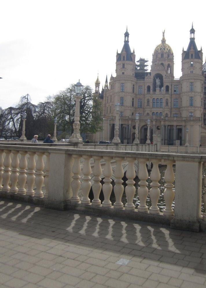 Die Sonnenseite des Schweriner Schloss (c) Foto von Susanne haun