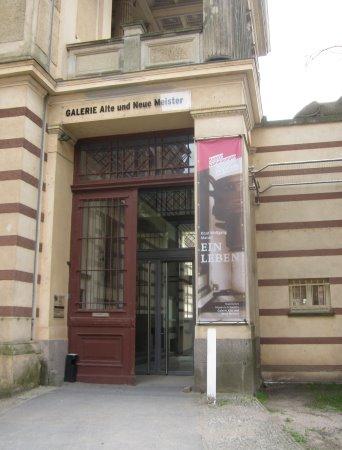 Der Eingang der Galerie Alte und Neue Meister in Schwerin ist unspekatkulär (c) Foto von Susanne Haun