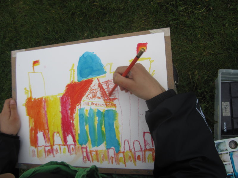 Kinder malen den Reichstag (c) Foto von Susanne Haun