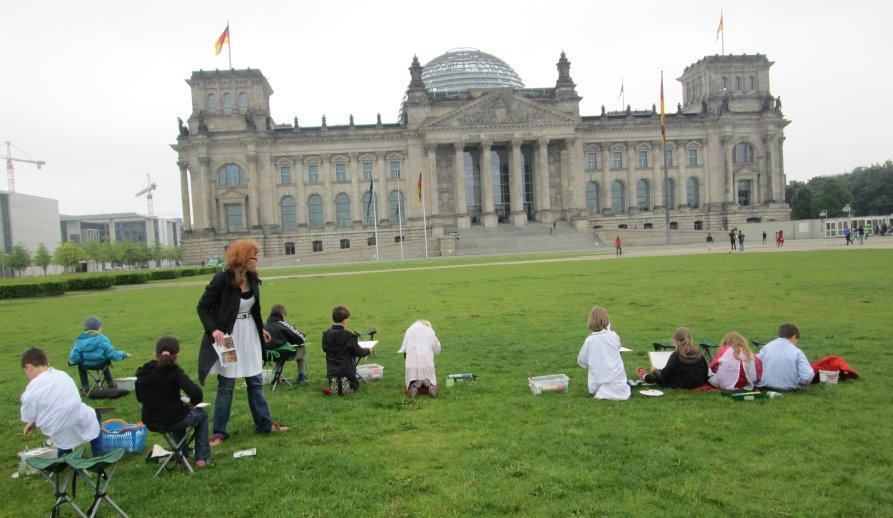 Kinder malen den Reichstag