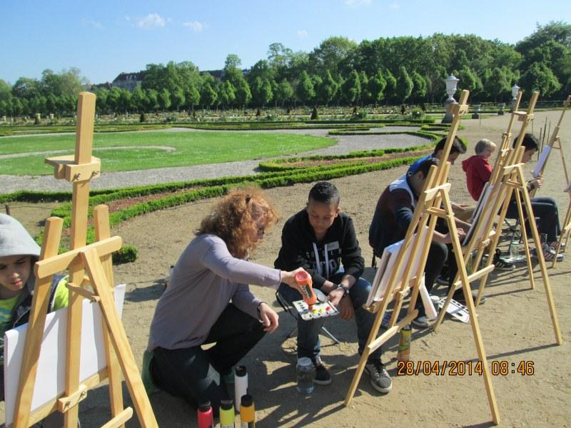 Impressionen beim Malen mit Migrationskinder aus Charlottenburg (c) Foto Claudia Simon-Buzasi