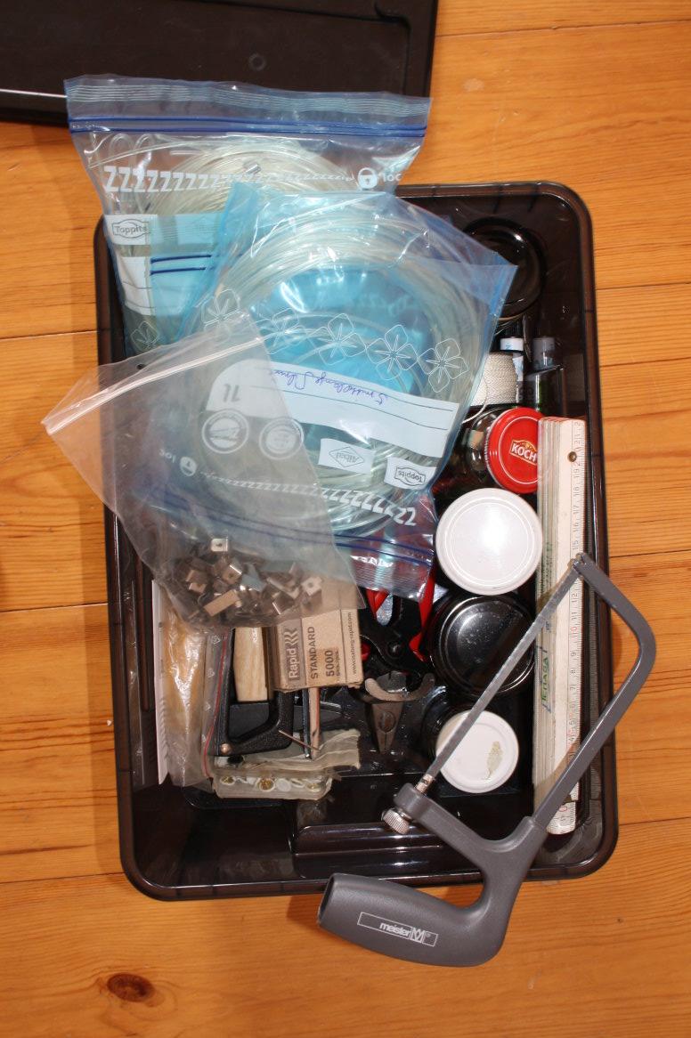 Die Werkzeugkiste packen für die Ausstellung in der Klosterkirche Grimma (c) Foto von Susanne Haun