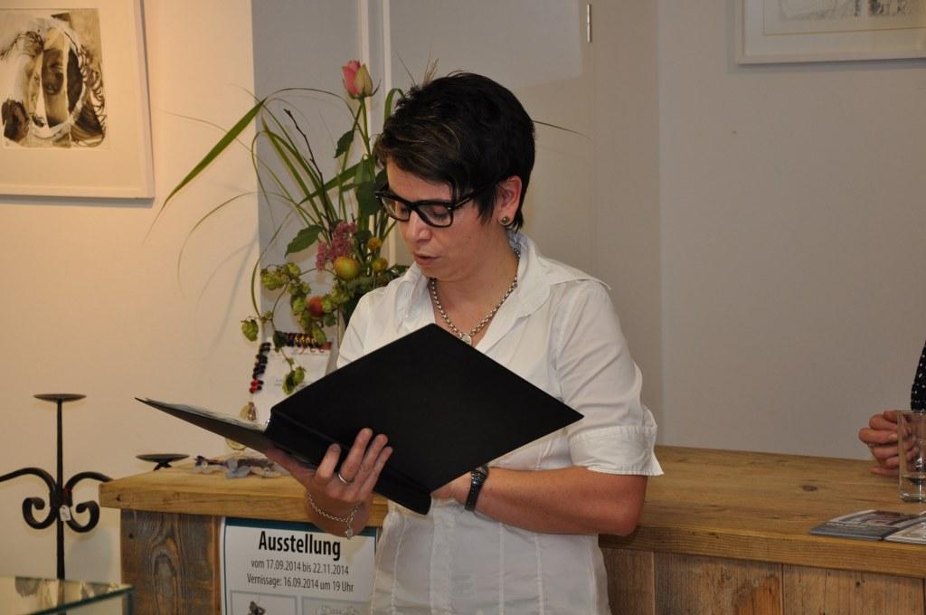 Cindy Höpner eröffnet die Ausstellung (c) Foto von M.Fanke