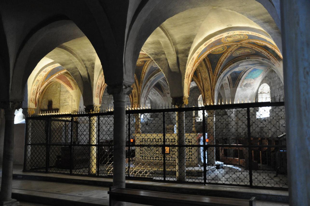 Blick in die Krypta der Basilica di San Miniato al Monte (c) Foto von M.Fanke