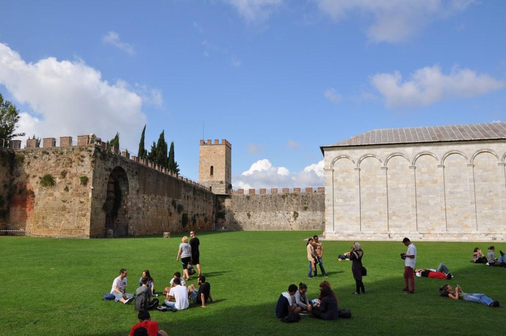 Die Stadtmauer spart für die toten Juden ein kleines Viereck aus - den Cimitero Ebraico (c) Foto von M.Fanke