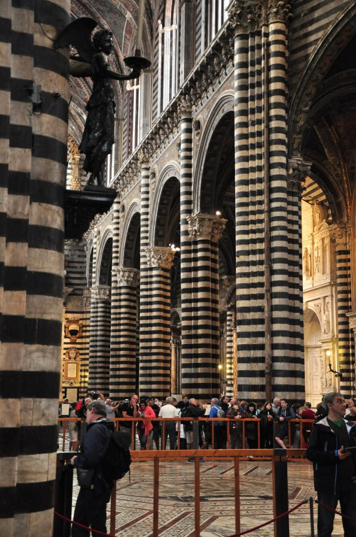 Menschenmengen im Dom von Siena (c) Foto von M.Fanke