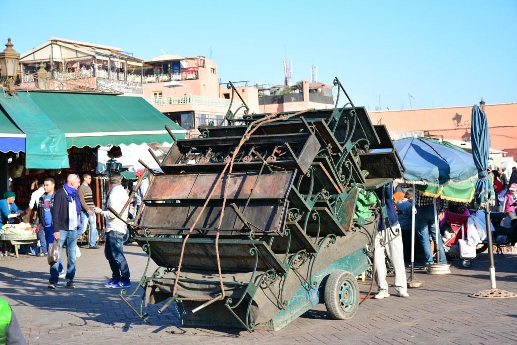 Aufbau Stände auf dem Platz der Gaukler Marrakesch (c) Foto von M.Fanke
