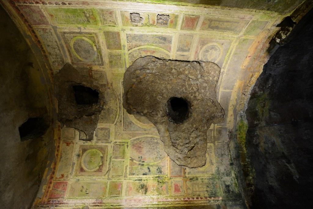 Durch diese Löcher stiegen Künstler wie Michelangelo in den Palast (c) Foto von M.Fanke