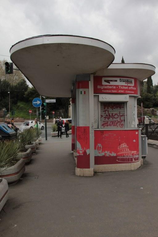 Früher vielleicht eine Tankstelle, heute bekommt man dort Eintrittskarten (c) Foto von S. Haun