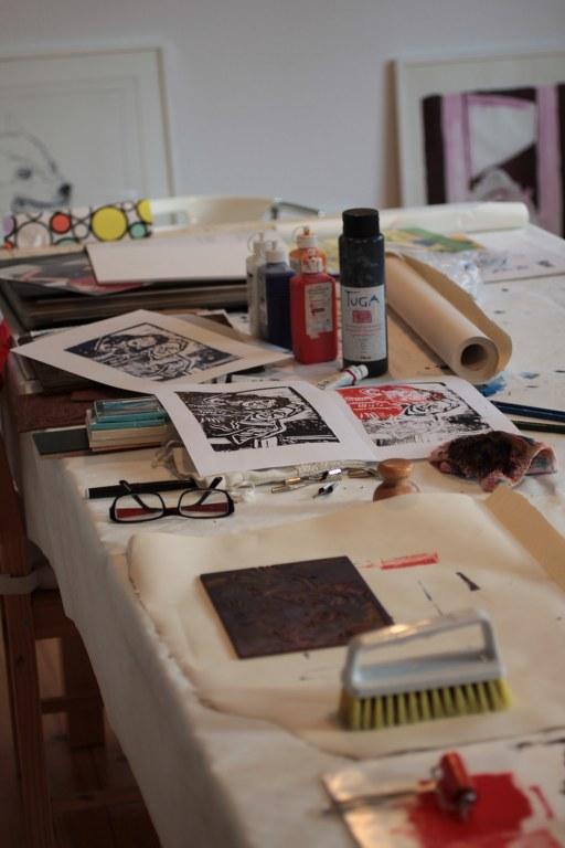 Vorbereitung des Arbeitstisches (c) Foto von Susanne Haun
