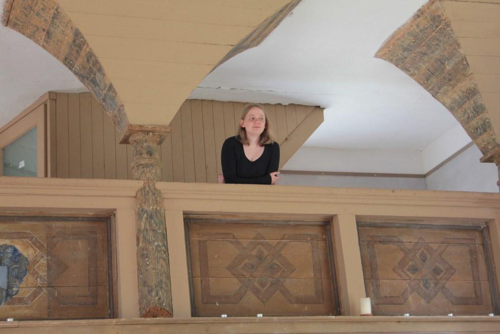 Galerie der Roddahner spätbarocke Saalkirche mit Nina (c) Foto von Susanne Haun