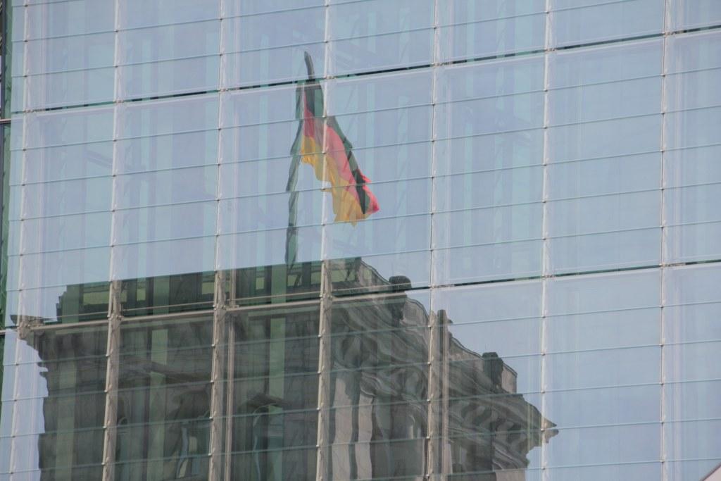 Berlin Regierungsviertel Spiegelung Reichstag (c) Foto von Susanne Haun
