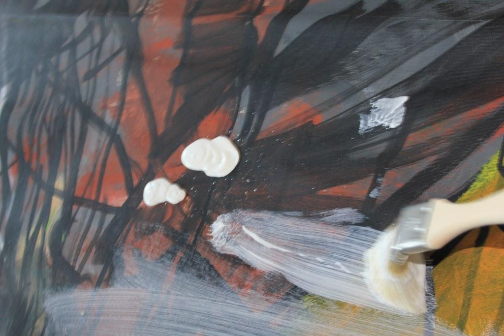 Auch das Brau mit den schwarzen Linien scheint durch das Gesseo (c) Foto von Susanne Haun