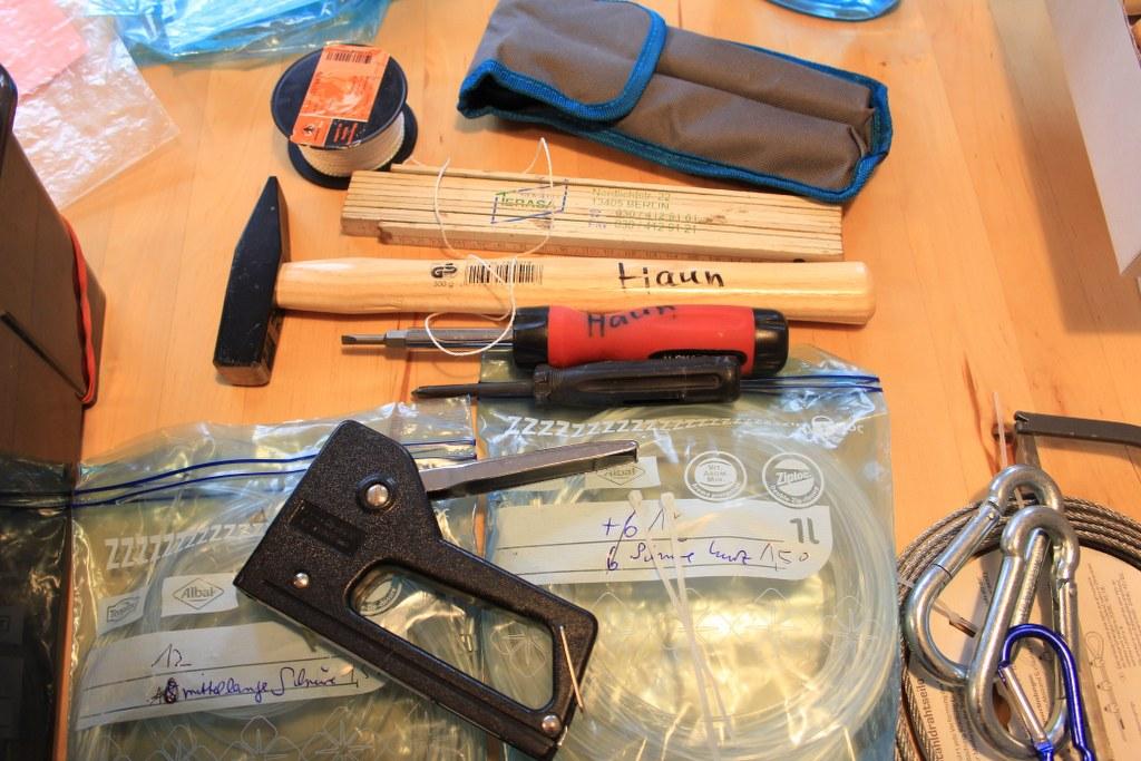 Aus der Erfahrung weiss ich, welches Werkzeug nützlich beim Hängen ist (c) Foto von Susanne Haun