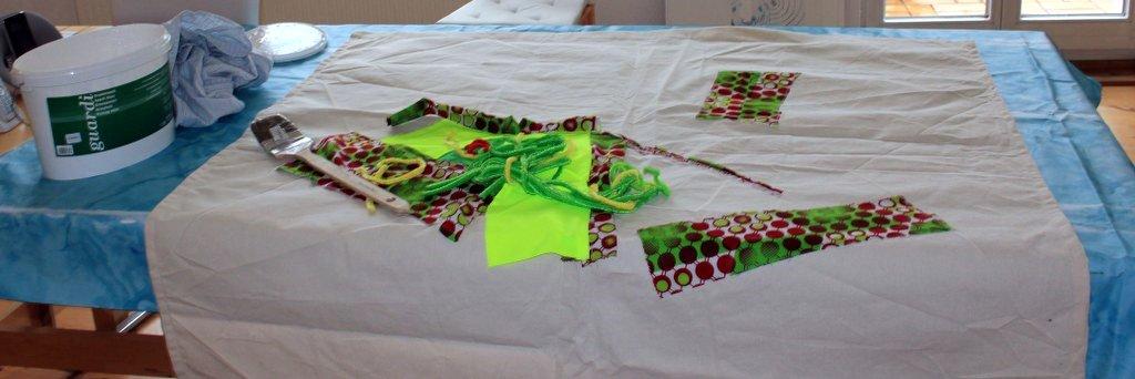 Die Leinwand mit dem Namen Veritable Wax Block Prints Hitarget 1315704 wird grundiert (c) Foto von Susanne Haun