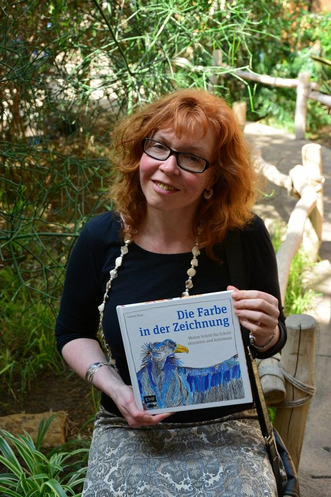Die Farbe in der Zeichnung -Anleitungsbuch von Susanne Haun (c) Foto von M.Fanke