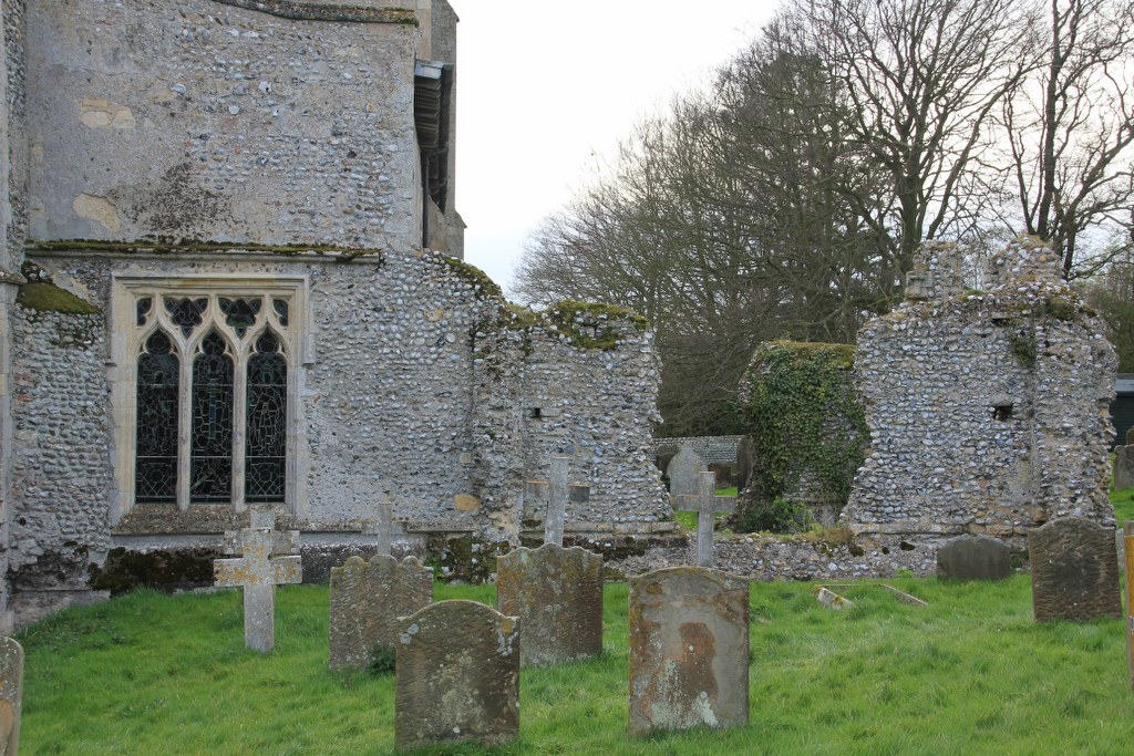 Auf dem Friedhof St Margaret's Church in Cley next the sea (C) Foto von Susanne Haun