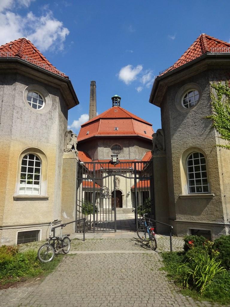 Der Eingang zum Kulturquatier silent green in Berlin Wedding (c) Foto von Susanne Haun
