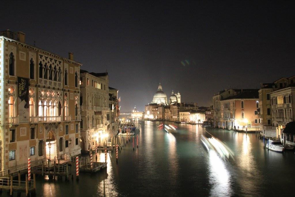 11 Venedig - es wird dunkel - Basilica d. Santa Maria de Salute (c) Foto von Susanne Haun