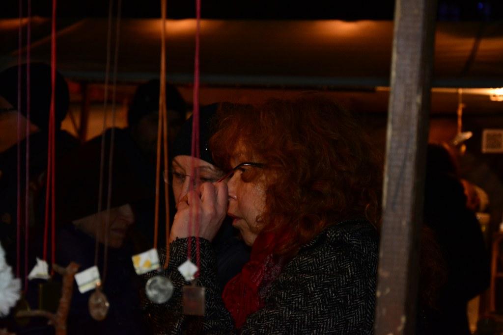 Feierabend - Susanne Haun nach dem Workshop in der Nazarethkirch auf dem Weihnachtsmarkt (c) Foto von M.Fanke