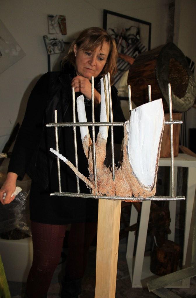 12 Gabriele begutachtet ihr Objekt (c) Foto von Susanne Haun