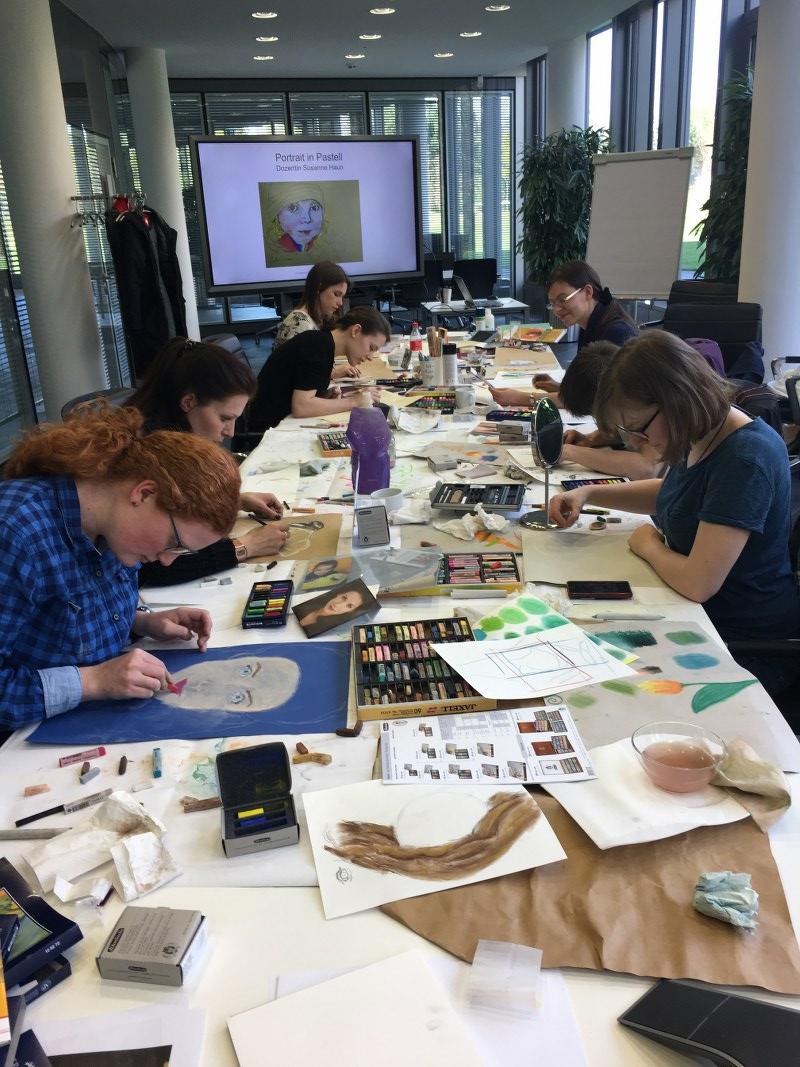 Portrait in Pastell - Workshop am Hasso Plattner Institut (c) Foto von Susanne Haun