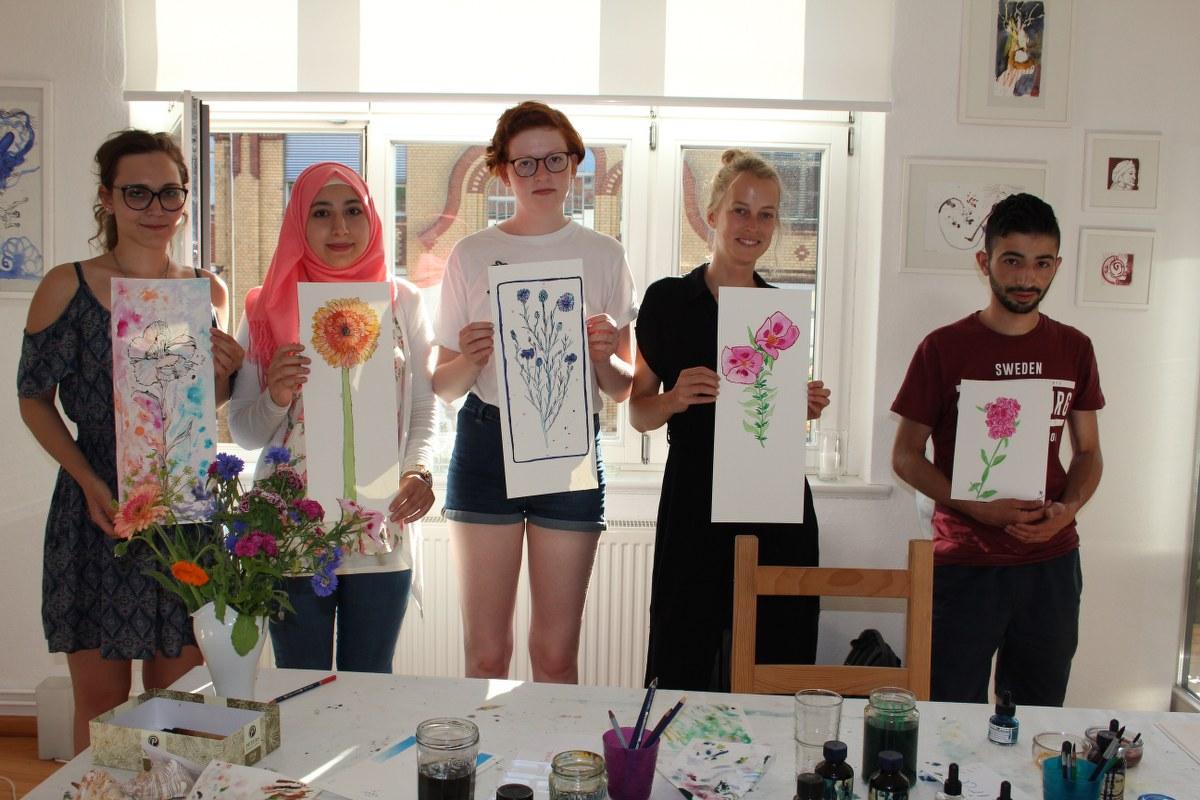Merle, Rima, Tomke, Kira und Mounes zeigen ihre Werke (c) Foto von Susanne Haun