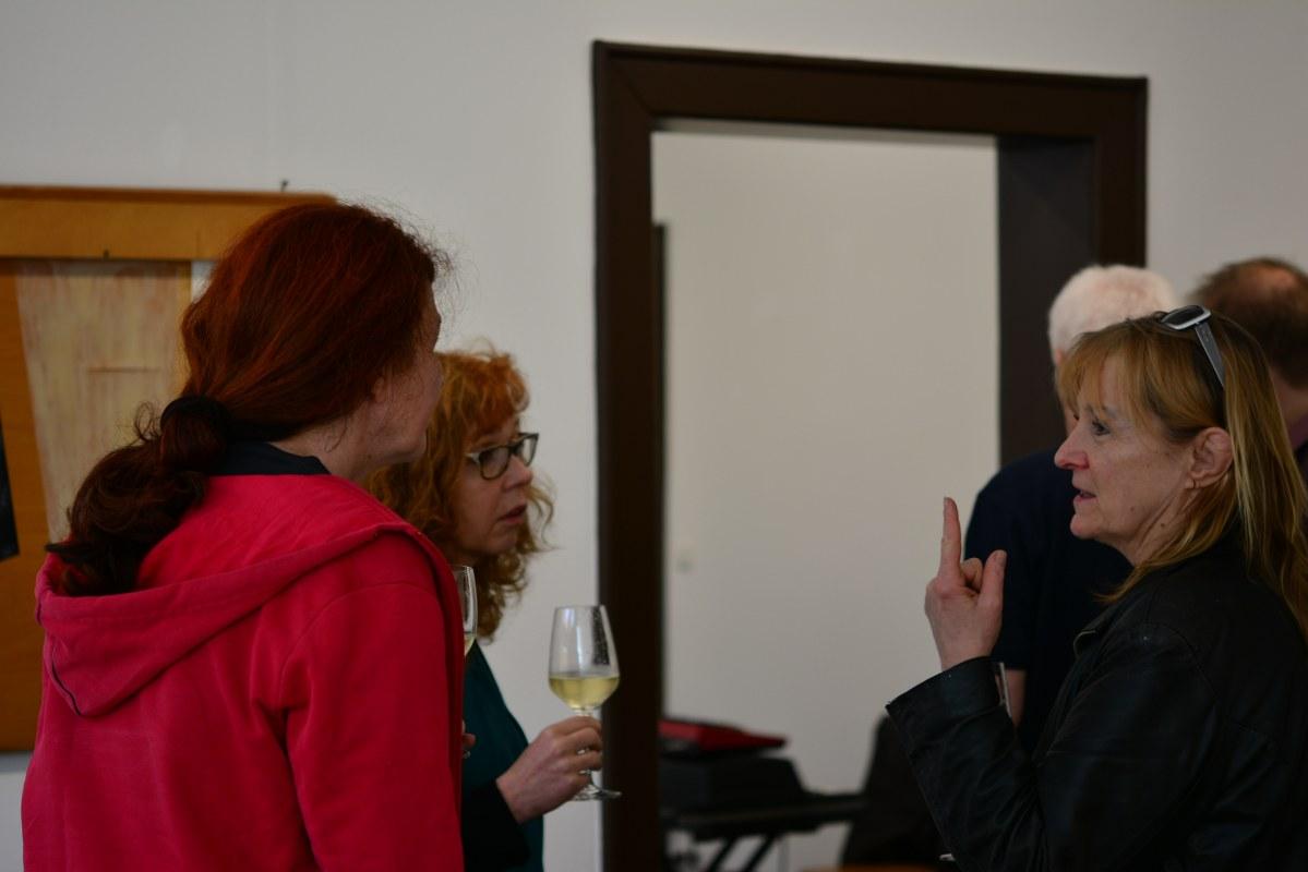 Gespräche in der Ausstellung Querbrüche (c) Foto von M.Fanke