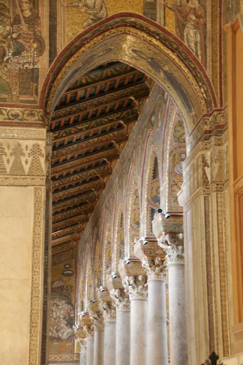 Blick ins Innere des Doms von Monreale (c) Foto von Susanne Haun