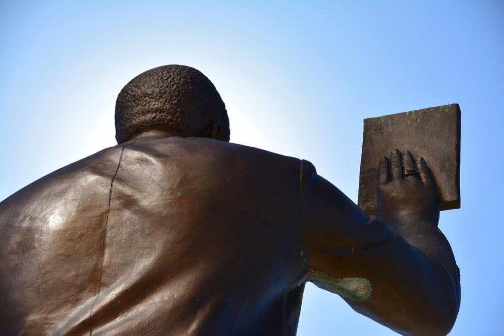 Sam-Nujoma-Denkmal vor dem Unabhängigkeits-Gedenkmuseum (c) Foto von M.Fanke