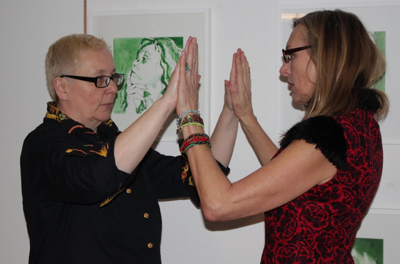 Probe Aus der Performance Schickal, 19. Kunstsalon, Sabine Küster und Krystiane Vajda, Foto von Susanne Haun (c) VG Bild-Kunst, Bonn 2019