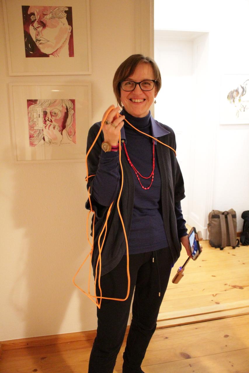 19. Kunstsalon, Doreen Trittel dokumentierte die Performance (c) Foto von Susanne Haun
