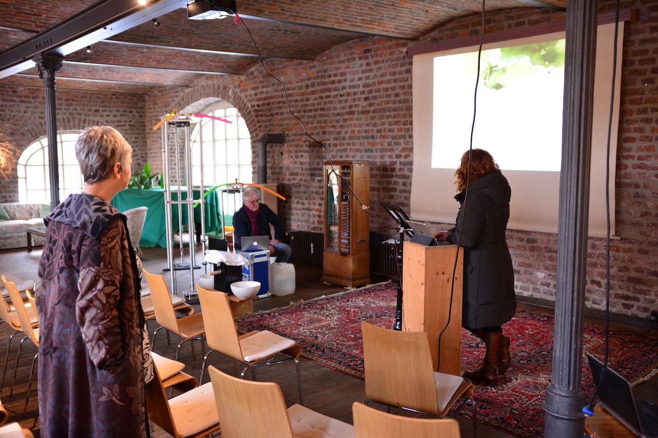 1 Aufbau der Präsentation Eiswelten - Susanne Haun, Gerhard Kern, Martin Haeusler, Roswitha Mecke (c) Foto von M.Fanke