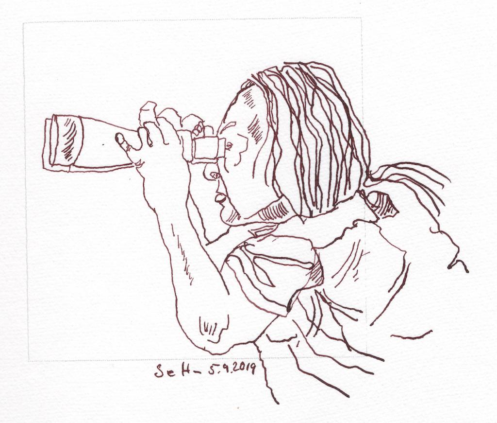Vogelbeobachterin, 12 x 12 cm, Tusche auf Hahnemühle Aquarellkarton, Zeichnung von Susanne Haun (c) VG Bild-Kunst, Bonn