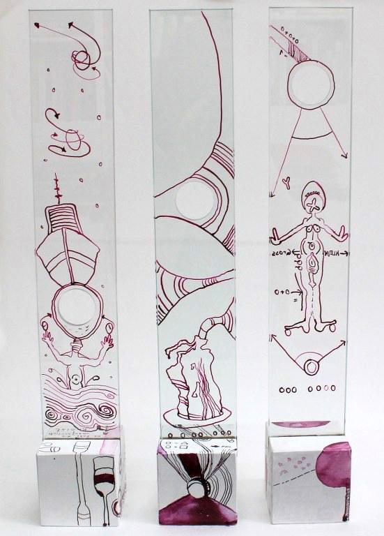 Besser für den einen - schlechter für den anderen, Glasobjekte von Susanne Haun (c) VG Bild-Kunst, Bonn 2020