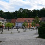 Vom Eingang des Muskau Parks auf den Dorfplatz geschaut (c) Foto von M.Fanke