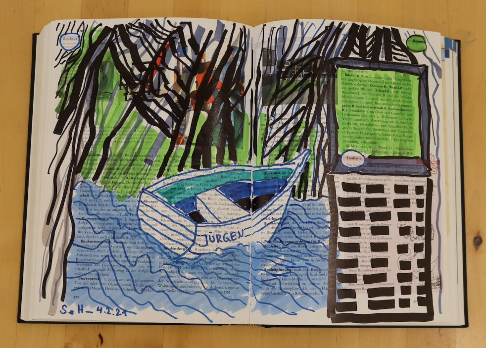 Baum, Berg und Boot, 24 x 37 cm cm, Marker auf Brockhaus, Aneignung, Zeichung von Susanne Haun (c) VG Bild-Kunst, Bonn 2021
