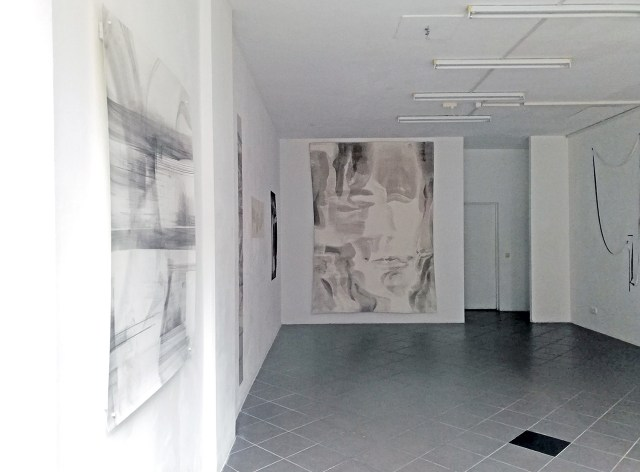 "Blick in die Ausstellung ""The Body of Drawing"" in der Galerie. Fotos (2): Dominique Hensel"